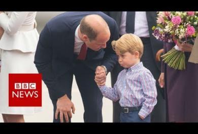 Il principino timido:  il piccolo George, figlio di William e Kate,  si spaventa per i fotografi. E il papà lo rassicura