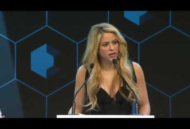 Shakira premiata per il suo impegno umanitario al World Economic Forum