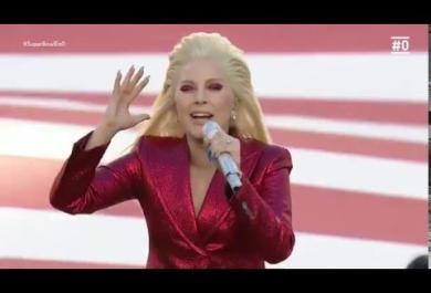 Lady Gaga canta l'inno statunitense al Super Bowl