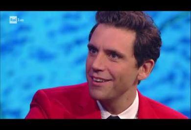 """Mika esegue live la sigla di """"Stasera CasaMika"""": il video"""