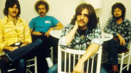 7 maggio 1977: Hotel California degli Eagles conquista la classifica dei singoli in America