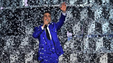 Robbie Williams lancia la riconquista del Natale!