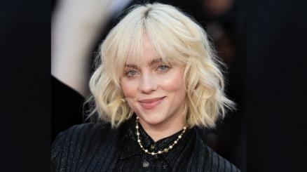 Billie Eilish canta Happier Than Ever sui tetti di Los Angeles: il video