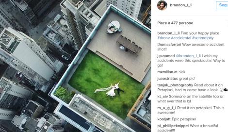 Fotografa per caso due sposi su un tetto. Fotografo chiede aiuto al web per ritrovarli