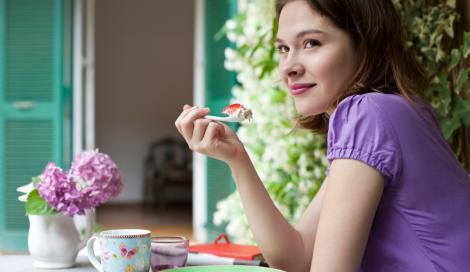Chi si sveglia presto segue una dieta migliore. I nottambuli? Grassi