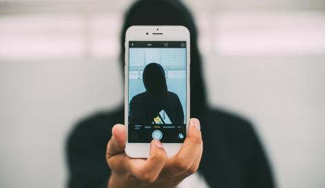 Troppe foto sui social? Potrebbe essere un segno di depressione