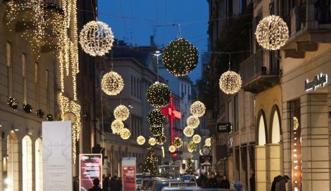 Christmas in  via Montenapoleone  by RMC