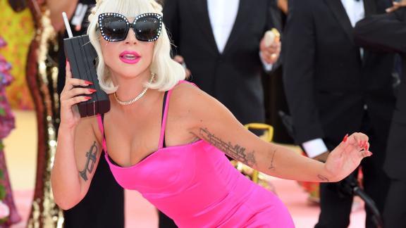 Lady Gaga è caduta, di nuovo