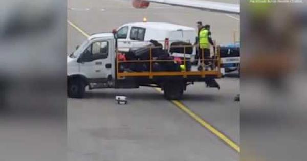 Bagagli smarriti in aeroporto ecco cosa succede - Quante valigie si possono portare in aereo ...