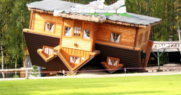 La casa costruita al contrario foto 1 di 5 radio monte carlo - Casa al contrario ...