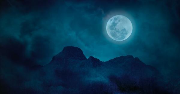 La Luna circondata dalla sua corona: la foto italiana che ha incantato anche la NASA
