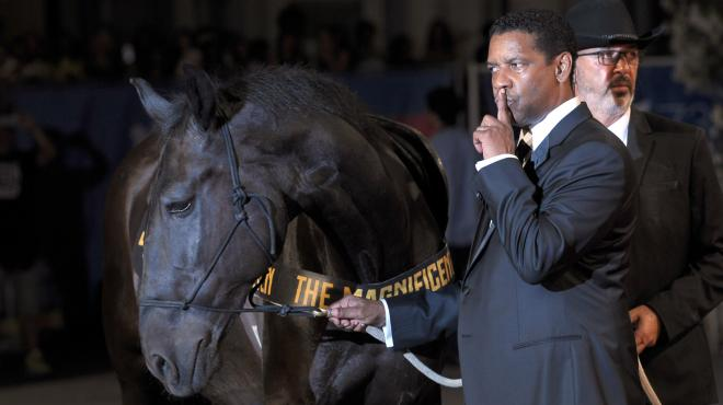 E Denzel Washington arriva a cavallo