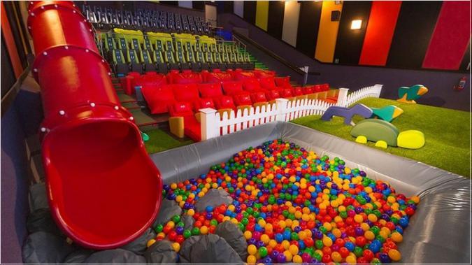 spesso Al cinema come in un parco giochi: ecco le sale per bambini e  ES61
