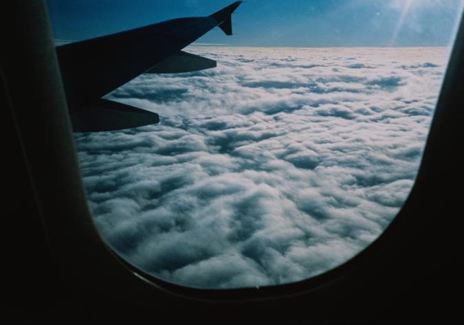 Luna di miele a Venezia, aereo perde carburante: sposini evitano tragedia
