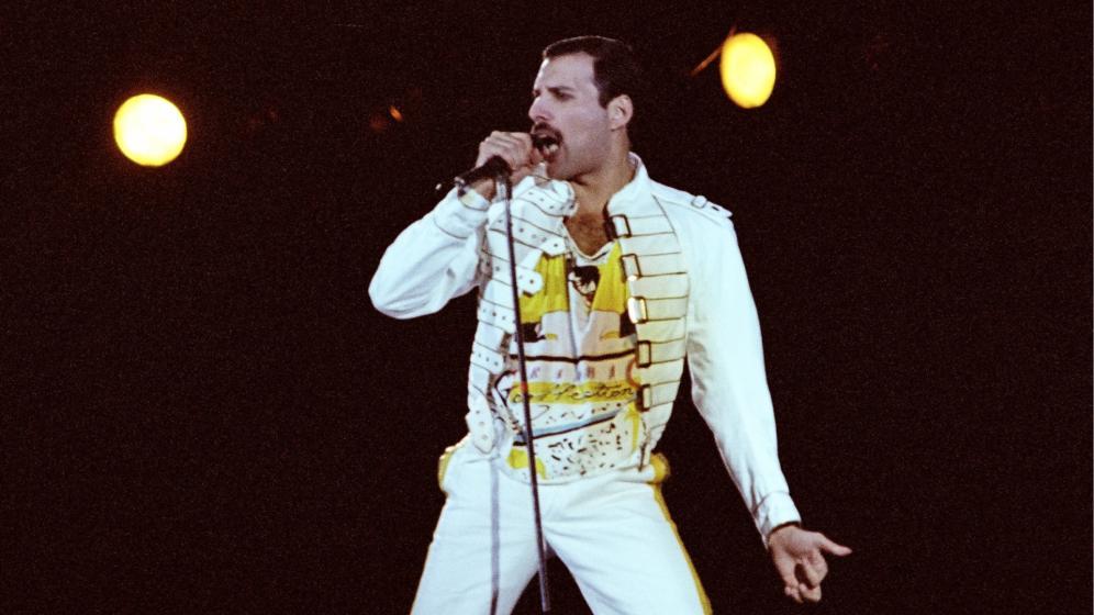 Freddie Mercury e quella sua colossale statua nel giardino del batterista dei Queen: la storia