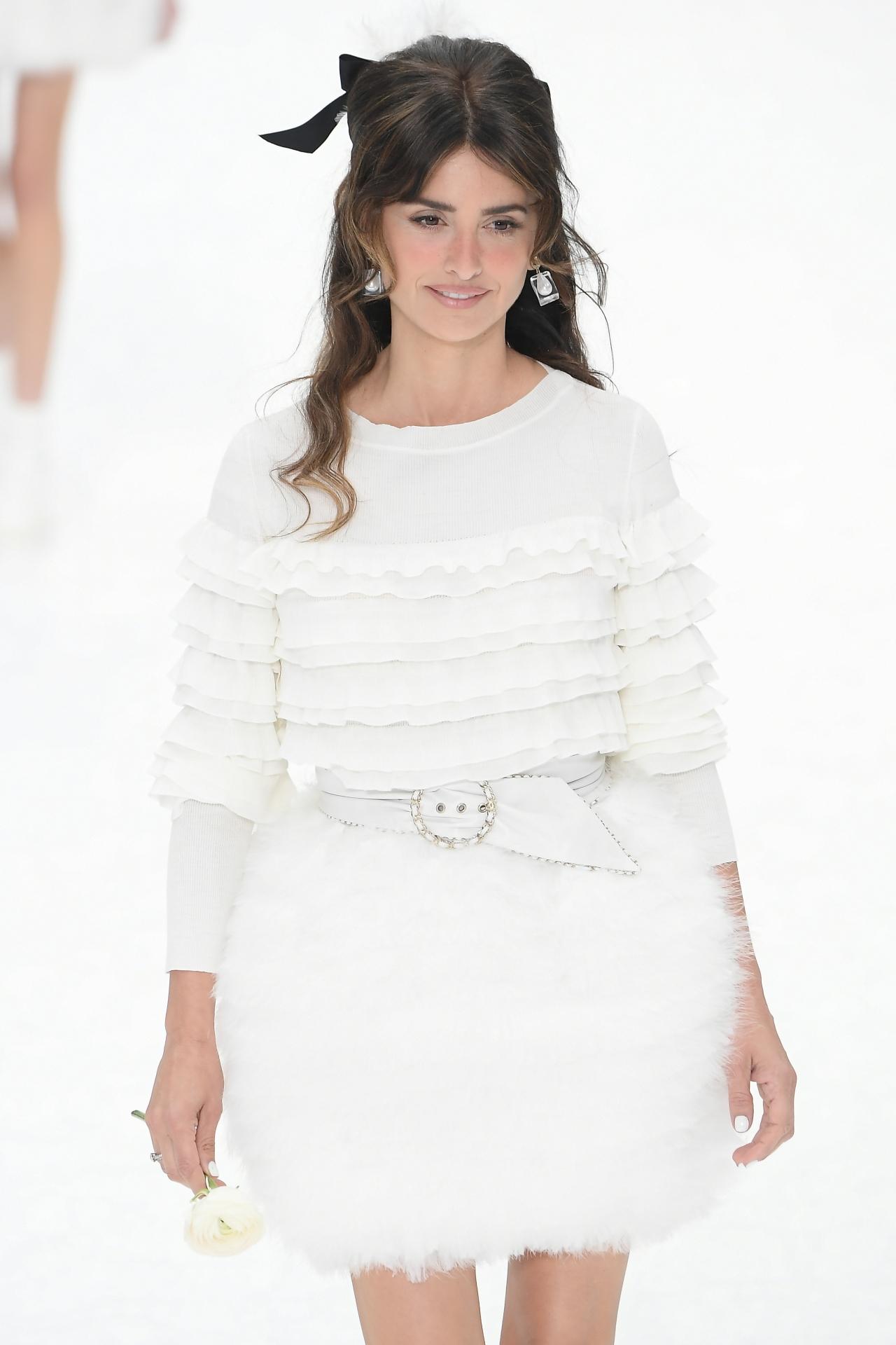 the latest 7814a 47642 Chanel: l'ultima sfilata firmata Karl Lagerfeld - Radio ...