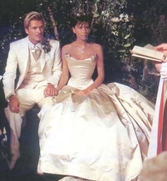 David E Victoria Beckham Festeggiano 17 Anni Di Matrimonio Radio
